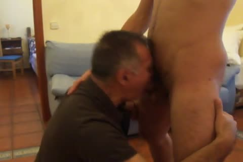 A 30-year old, Tall & juicy,Out Of Town Guest With A large chubby rod Stops By For A oral-job-stimulation And Then he nails Me On All Four.  he CUMS On My Back.  Needless To Say, I Was Very pleased!  Chaval Alto Y Guapeton De 30-algo Con RABO GORDO A