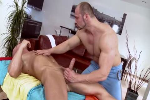 Muscle Daddy butt invasion And Massage