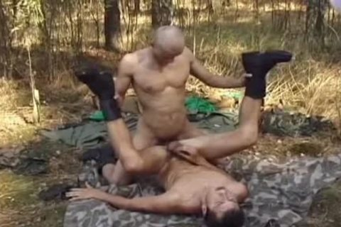 Outdoor Blowjobs For those Army guys