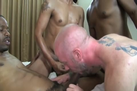 Dilf gets team-pounded raw