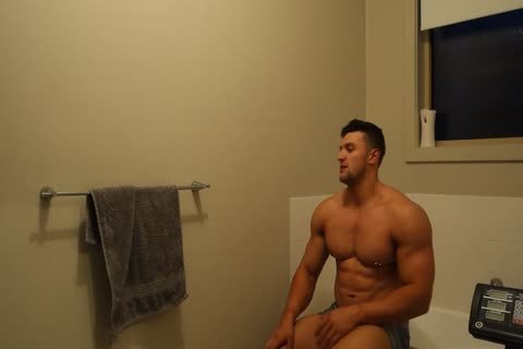 Aussie Muscle man Showers