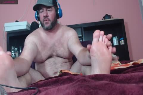 bulky web camera man Moaning Frotting Accidental cum shot On Phone
