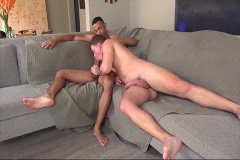 homosexual Daddy Gives Multiple oral enjoyment-stimulation In A Locker Room